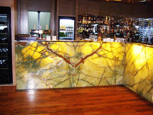 Барная стойка в кафе на Оболони