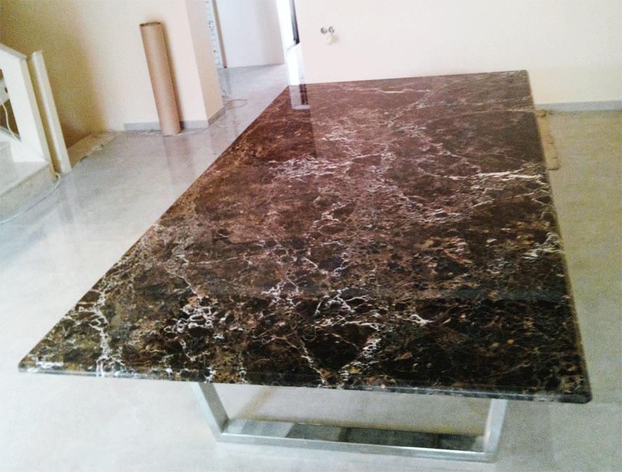 Стол из камня в доме в пос.Горенка