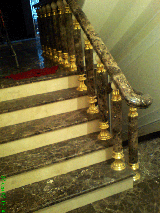 Лестница из камня в доме на ул.Пирогова