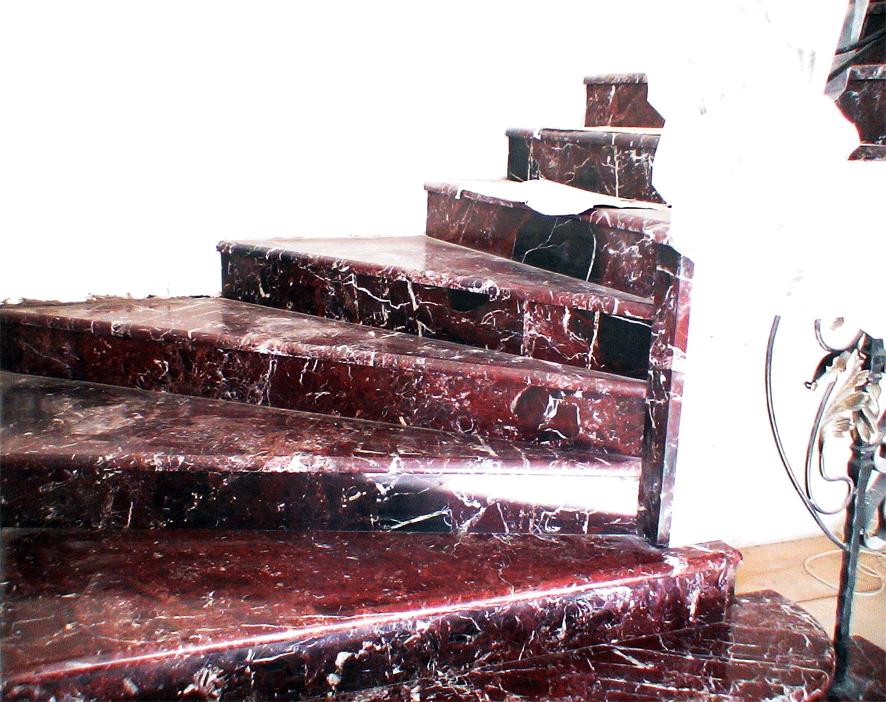 Лестница из камня в доме на ул.Кудри