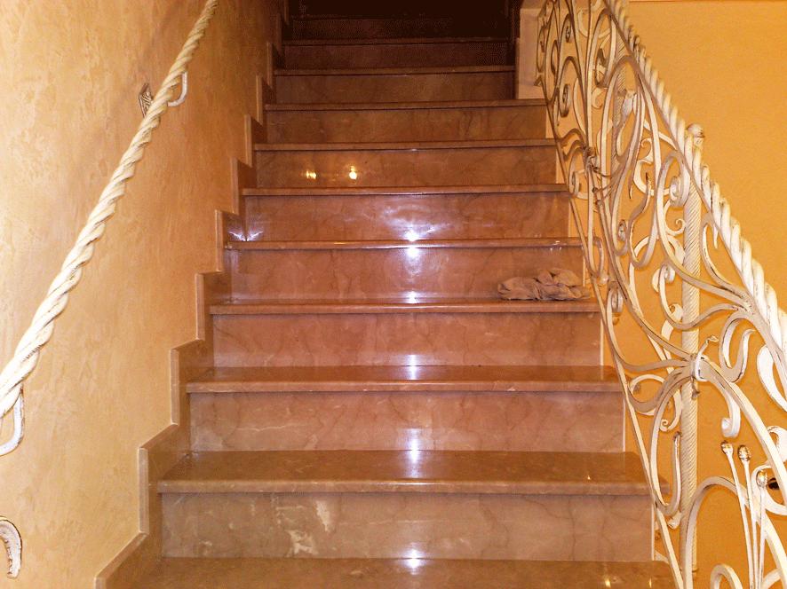 Лестница из камня в доме на ул. Бастионная