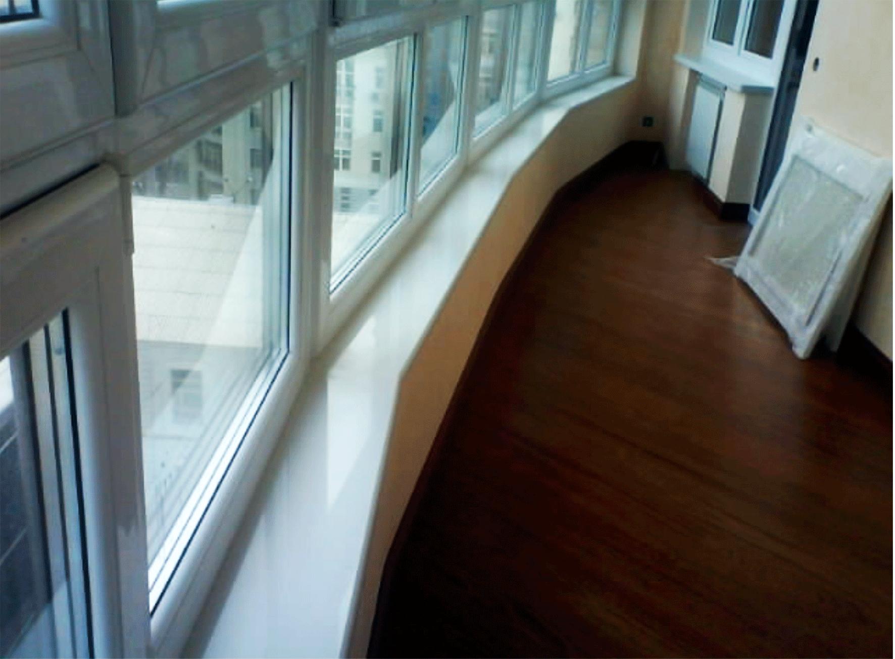 Подоконник из камня в доме на ул. Драгоманова