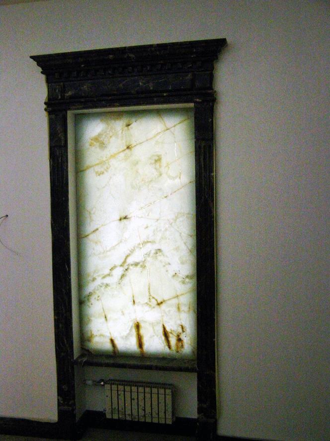 Панно из камня в доме на ул. Щорса