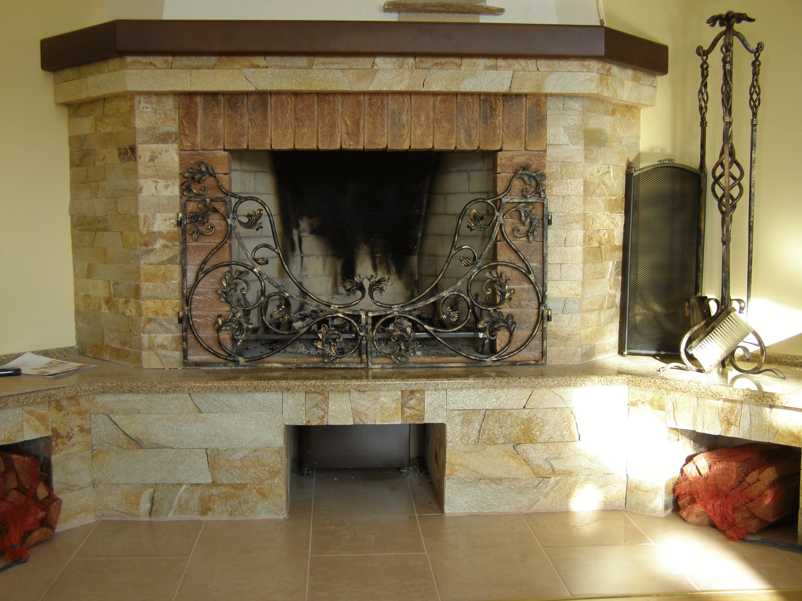 Камин в  поселке «Вишневе містечко»
